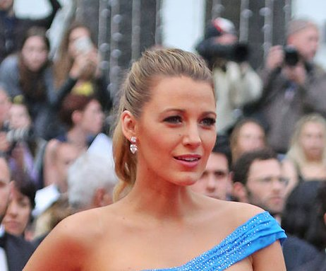 Blake Lively offends with 'Oakland booty' post