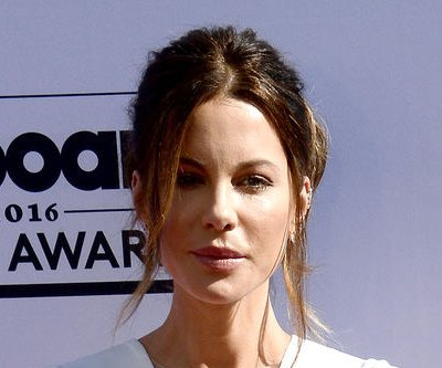 Kate Beckinsale says Michael Bay was critical of her looks