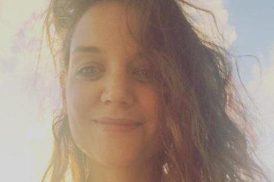 Katie Holmes posts makeup-free selfie
