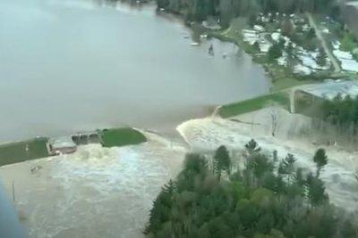 Thousands evacuated following Michigan dam failures