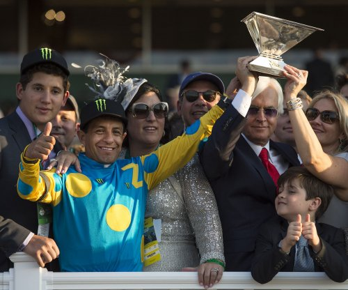 American Pharoah wins Belmont, wraps up Triple Crown