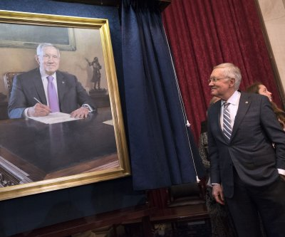 Top Democrat Reid bids farewell after 30 years in Senate, with Hillary Clinton on hand