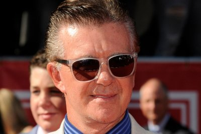 Celebrities react to Alan Thicke's shocking death at 69