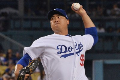 Dodgers cling to lead, rely on Ryu against Padres