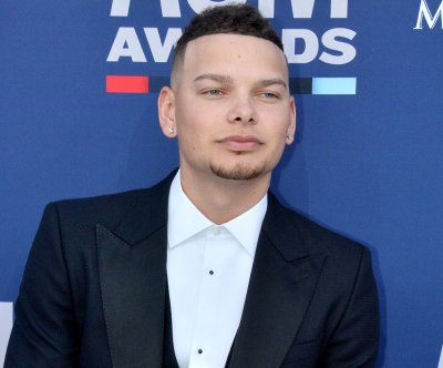 Kane Brown on deceased drummer Kenny Dixon: 'Love you so much'
