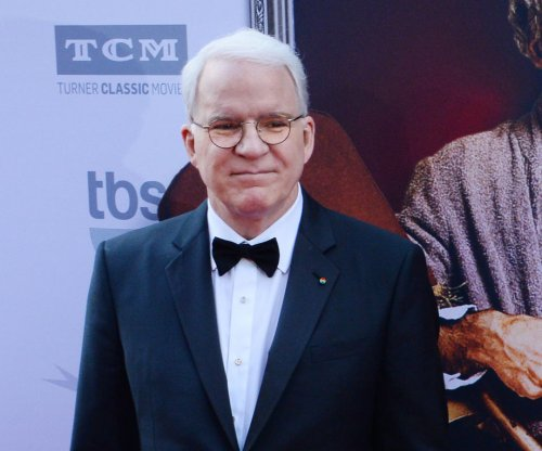 Steve Martin performs Broadway-inspired tune on 'Tonight Show'
