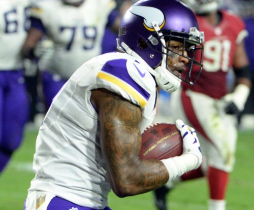 Minnesota Vikings release WR Mike Wallace, re-sign LB Audie Cole