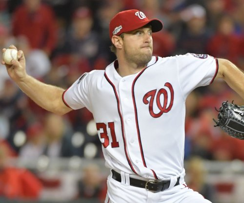 Max Scherzer pitches, hits Washington Nationals past Arizona Diamondbacks