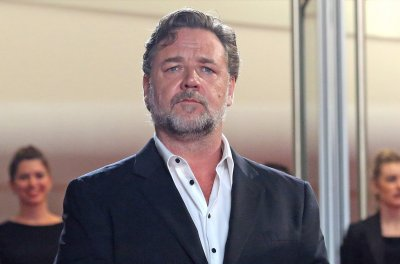 Russell Crowe says his transformation to play Roger Ailes was 'freeing'