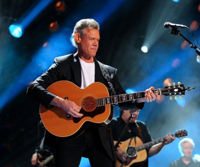 Randy Travis honored by Garth Brooks, Carrie Underwood at ASCAP Awards