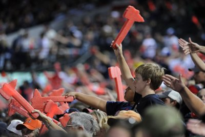 Atlanta Braves not changing team name, reviewing 'Tomahawk Chop'