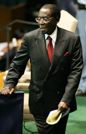 Mugabe foes disrupt parliament speech