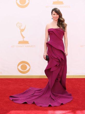 Linda Cardellini lands 'New Girl' role