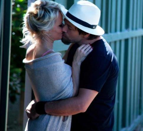 Pamela Anderson and Rick Salomon spotted kissing after divorce filing