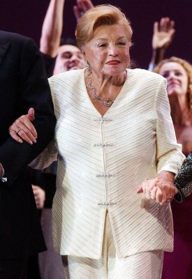 Actress, swimmer Esther Williams dead at 91