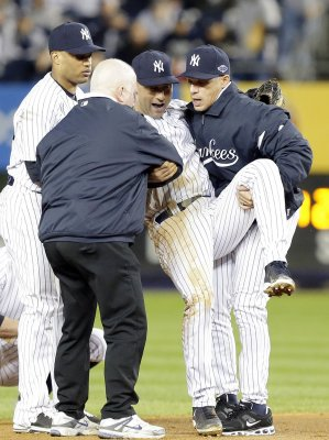 Yankees: Jeter has small crack in bone in ankle