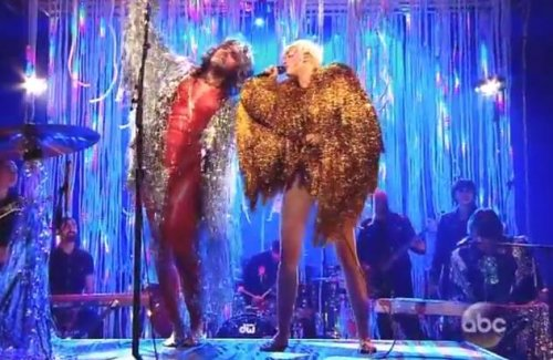 Miley Cyrus, Flaming Lips' Wayne Coyne cover 'Lucy in the Sky With Diamonds' [VIDEO]
