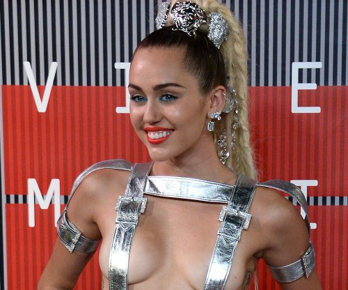 Miley Cyrus planning all-nude concert with the Flaming Lips