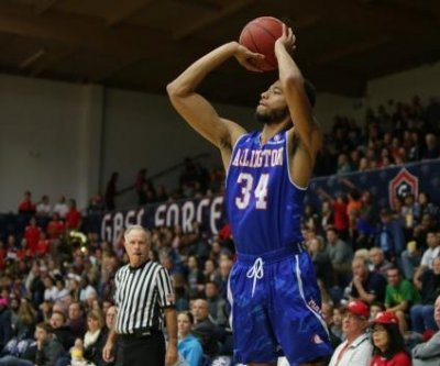 NCAA Top 25 roundup: UT-Arlington Mavericks stun No. 12 Saint Mary's Gaels