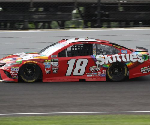 NASCAR: Kyle Busch wins pole at Chicagoland Speedway