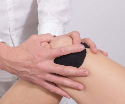 Stem cell clinics pitch pricey, bogus 'cures' for knee pain