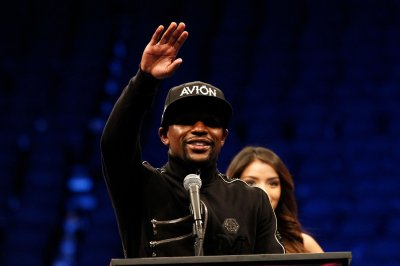 Floyd Mayweather congratulates son of graduating high school