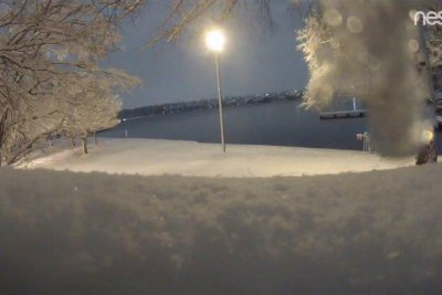 More than half-foot of snow blankets Washington state