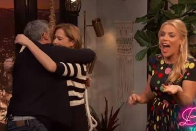 Jenna Fischer gets birthday surprise from Steve Carell on 'Busy Tonight'
