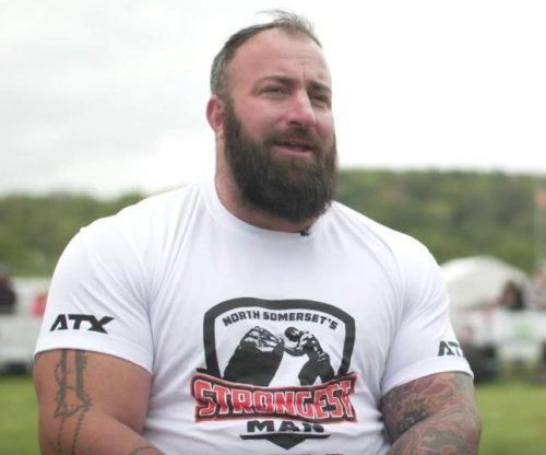 Disabled veteran sets lifts 1,113 pounds, 5 ounces