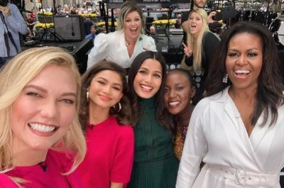 Kelly Clarkson, Meghan Trainor relive Michelle Obama photobomb