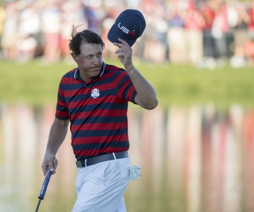 Phil Mickelson, five others share lead WGC lead