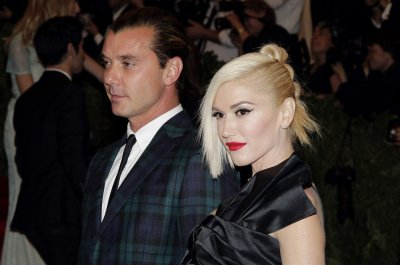 Gwen Stefani, Pharrell sing 'Hollaback Girl' on 'The Voice'