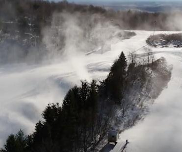 Winter hits slopes as ski resorts take advantage of Arctic blasts