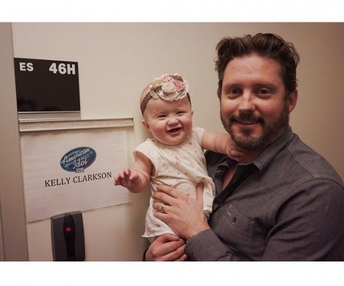 Kelly Clarkson, daughter River Rose visit 'American Idol'