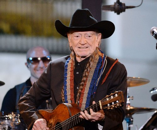 Willie Nelson postpones Merle Haggard tour due to illness