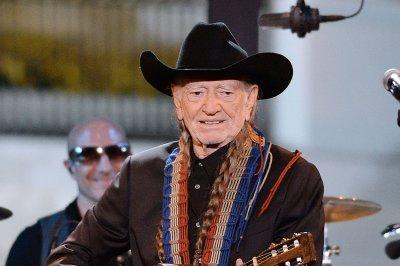Willie Nelson postpones Merle Haggard tour due to illness