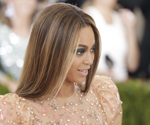 Beyonce smiles with dad amid speculation 'Lemonade' lyrics about him