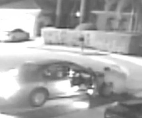 Thief trips over pants while fleeing Florida burglary scene