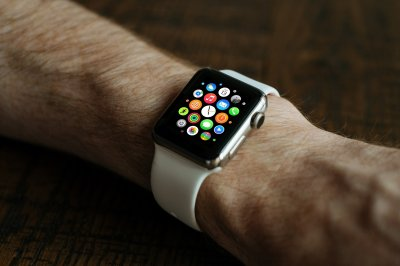 Phones more popular than wearable devices for tracking steps