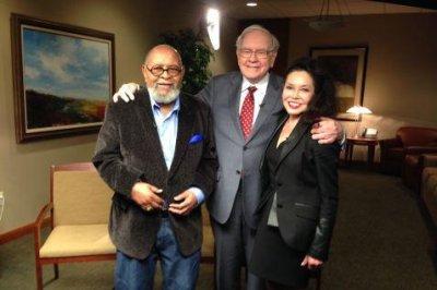 Lunch with Warren Buffett costs bidder $2.68M