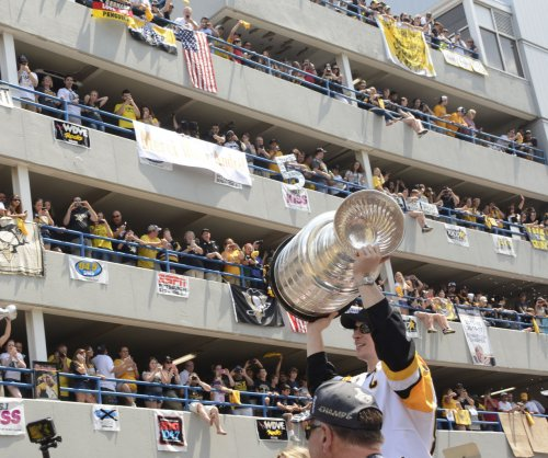 650,000 fans cheer on Sidney Crosby, Pittsburgh Penguins at Stanley Cup victory parade