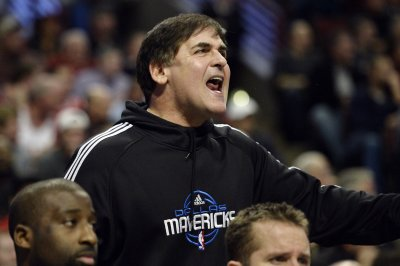 Off-the-court issues follow Mark Cuban, Mavericks into game against Lakers