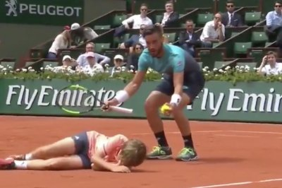 French Open: Ball boy collides with Bosnian tennis player