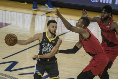 Curry rallies Warriors past Blazers for 3-0 series lead