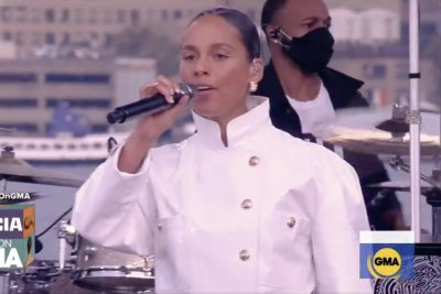 Alicia Keys surprises essential workers with performance on 'GMA'