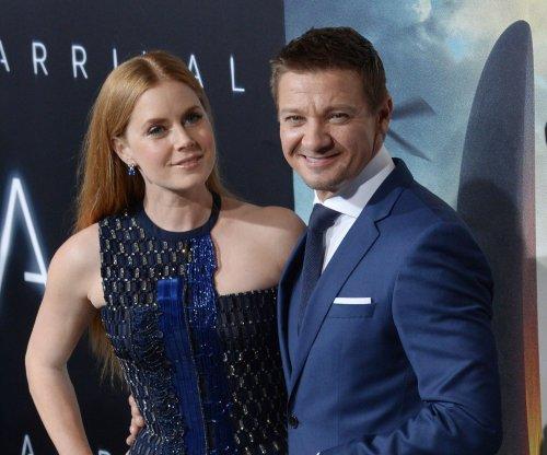 Amy Adams, Jeremy Renner dazzle at 'Arrival' premiere