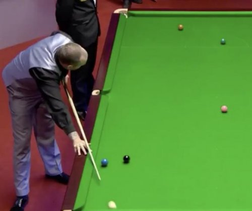 Welsh snooker sensation sinks no-look shot