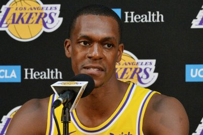 Lakers' Rajon Rondo breaks thumb in practice