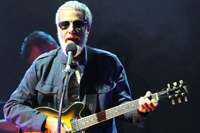 Yusuf/Cat Stevens performs 'Wild World' on 'The Late Show'