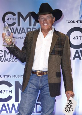 George Strait named Entertainer of the Year at the CMA Awards